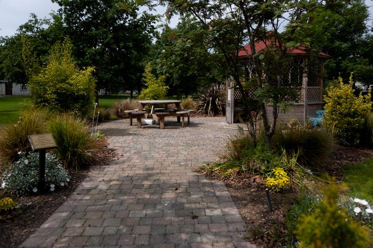 nice garden scene Peamount